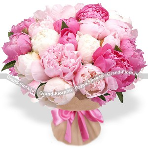 Summer Breath - bouquet of pink peonies